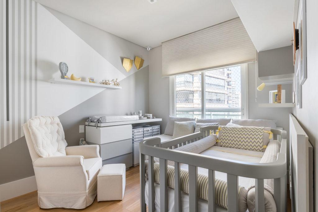 quarto de bebe decoracao branca e cinza moderno