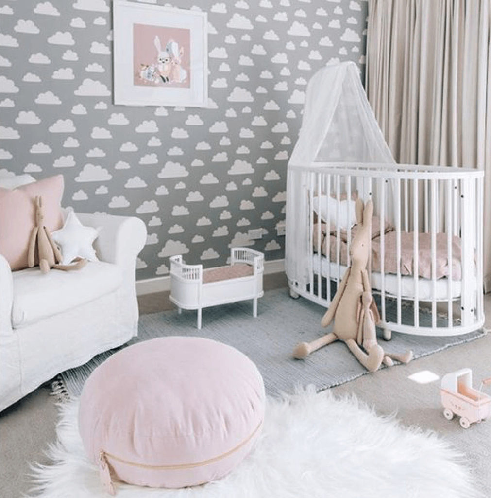 quarto de bebe menina delicado com nuvens
