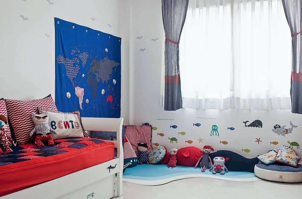 quarto de crianca simples com piratas
