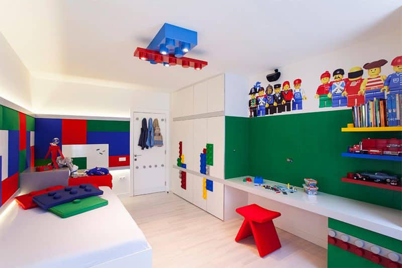 quarto de menino com decoracao de lego