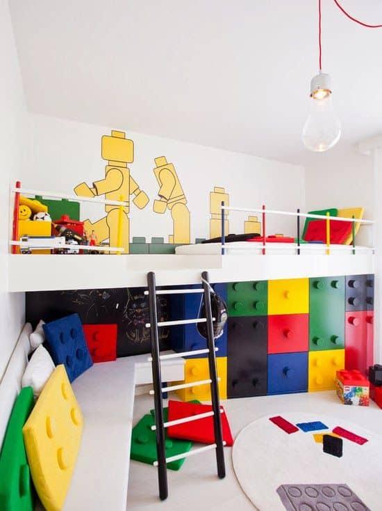 quarto de meninos com decoracao de lego