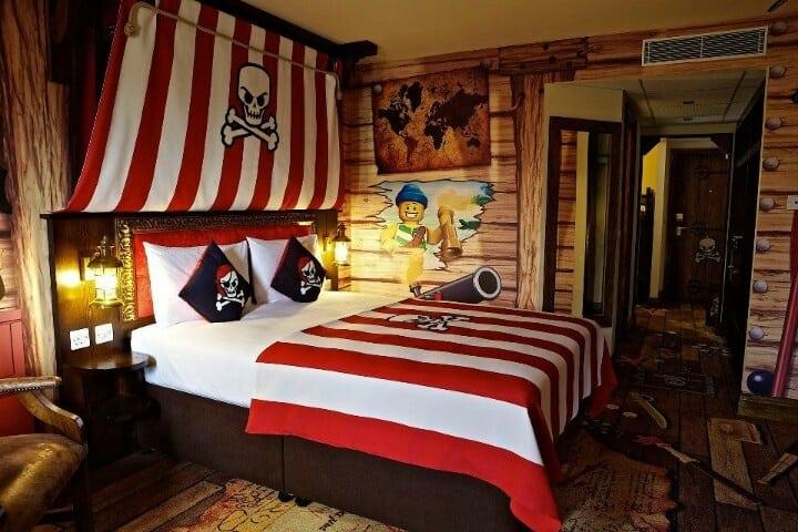 quarto decorado com piratas