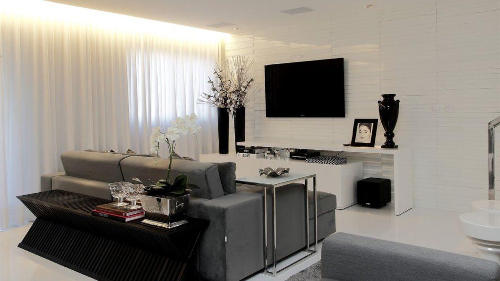 sala branca com detalhes pretos
