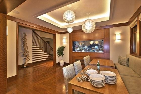 sala-de-jantar-elegante-com-aquario