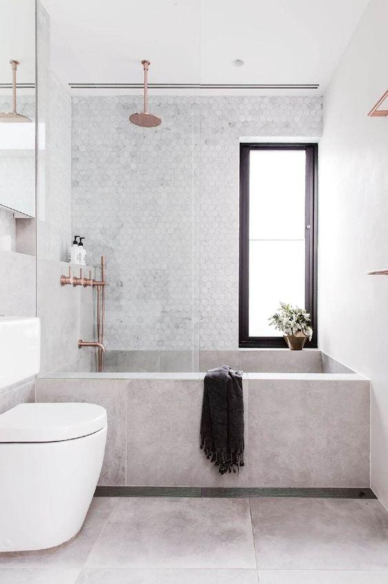 banheiro moderno com banheira e pastilha branca