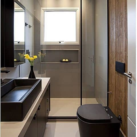 banheiro pequeno e moderno com vaso preto