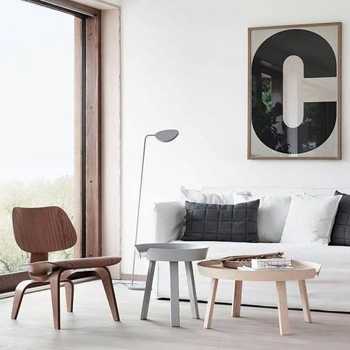 sala clean com charles eames cadeira de madeira