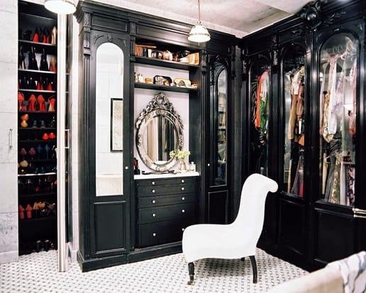 Ideia de closet preto clássico