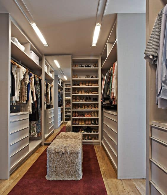 Closet simples e moderno