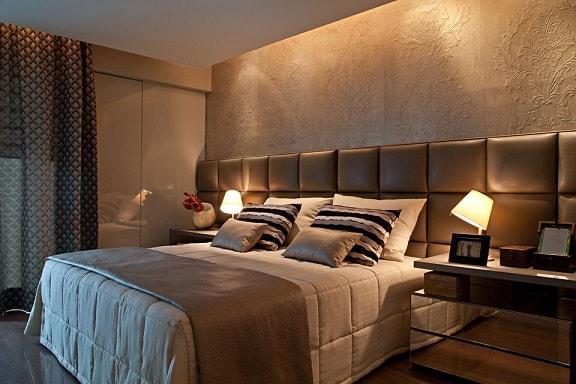 quarto de casal moderno com cabeceira estofada