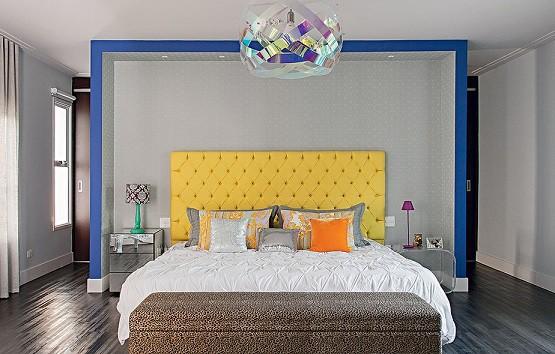 cabeceira do quarto amarela estofada