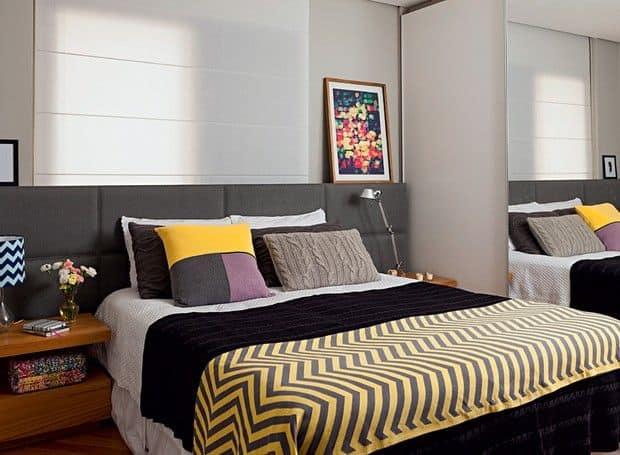 Cabeceira estofada grafite em quarto pequeno e moderno