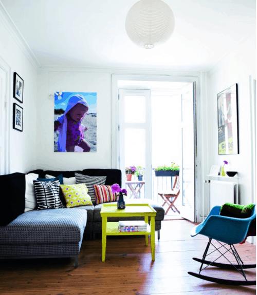 decoracao colorida com cadeira eames balanco