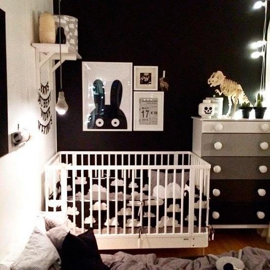 Quarto de bebê com decoração preto e branco