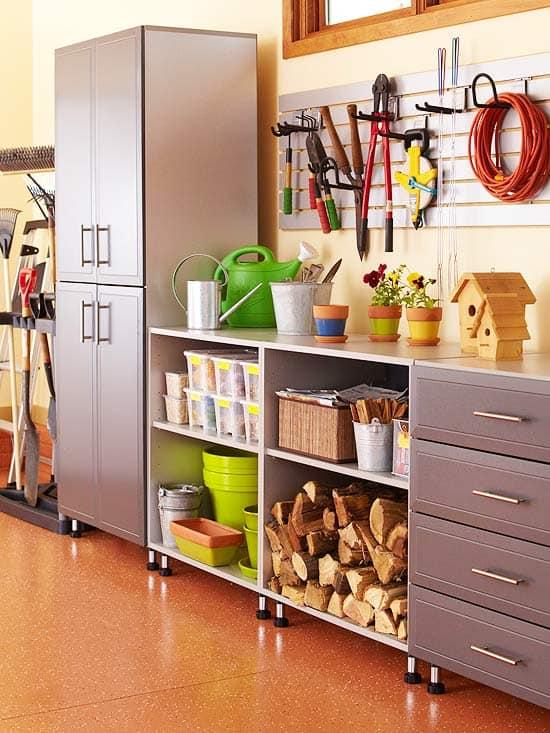 como guardar lenhas e ferramentas nas garagens