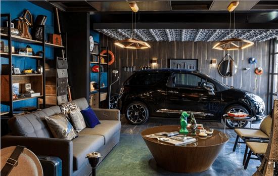Garagem moderna com espaço para receber os amigos e organizar