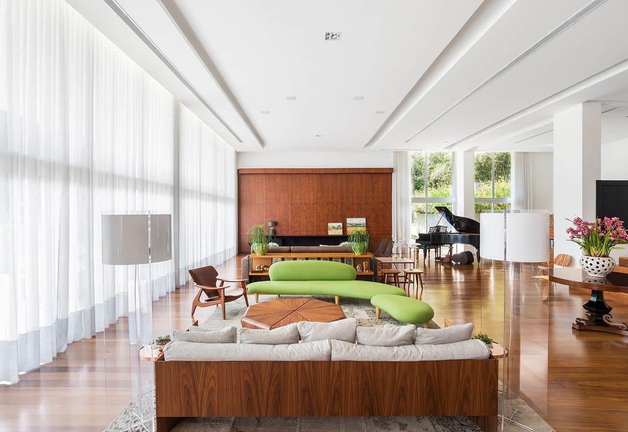 sala de luxo com sofa verde diferente