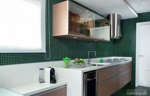 cozinha com pastilha de vidro verde