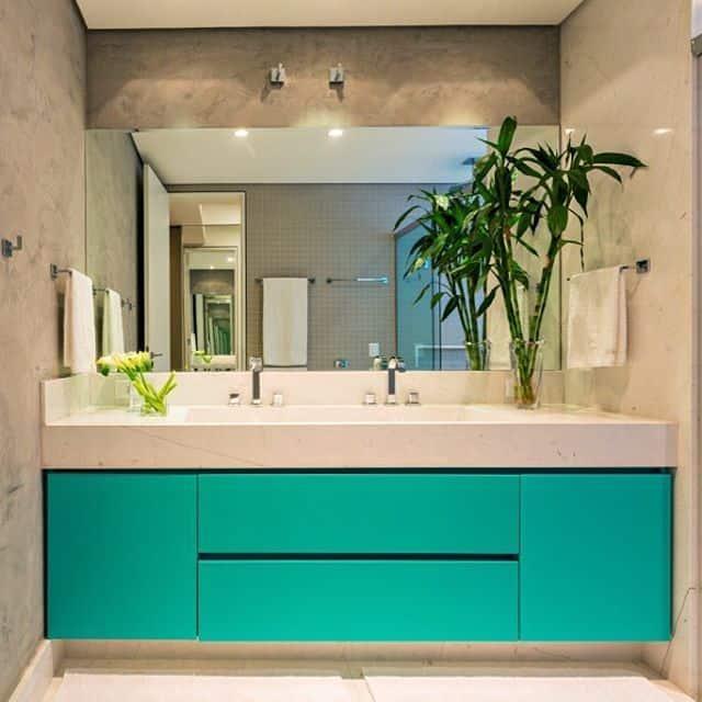 banheiro elegante com movel verde