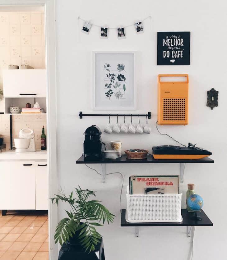 Espaço simples para cafeteira Nespresso