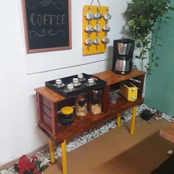 Aparador rústico para bandeja de café