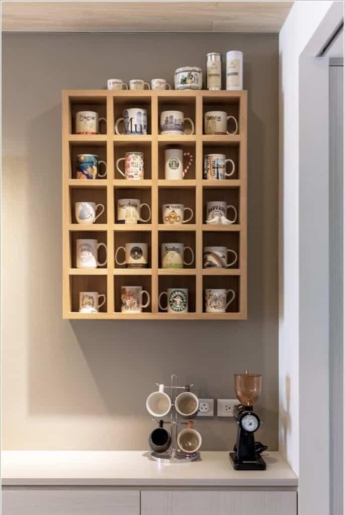Como expor coleção de canecas e cafeteira