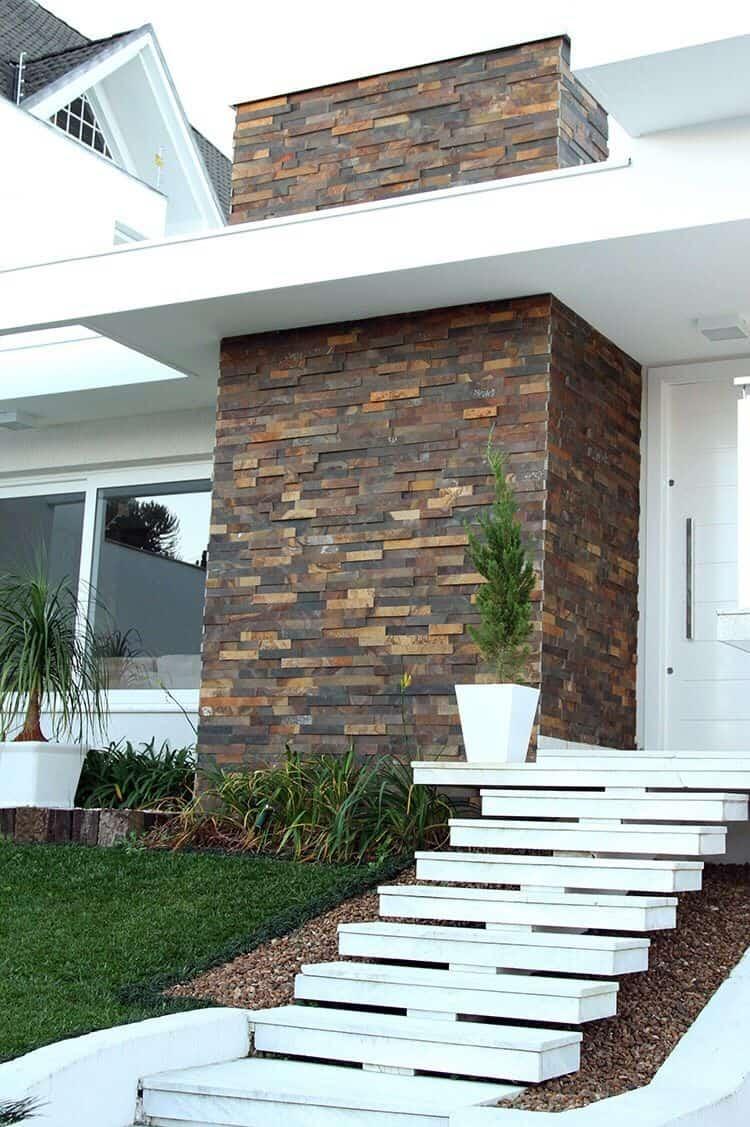 Frente de casa com pedra  ferro e pintura branca