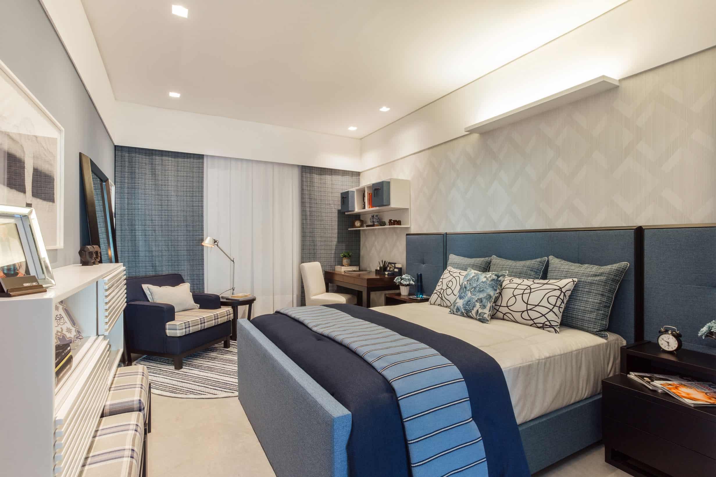 Dormitório com criado mudo preto com nicho e gavetas