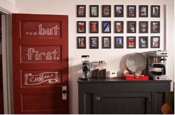 Buffet com quadros para cafeteira