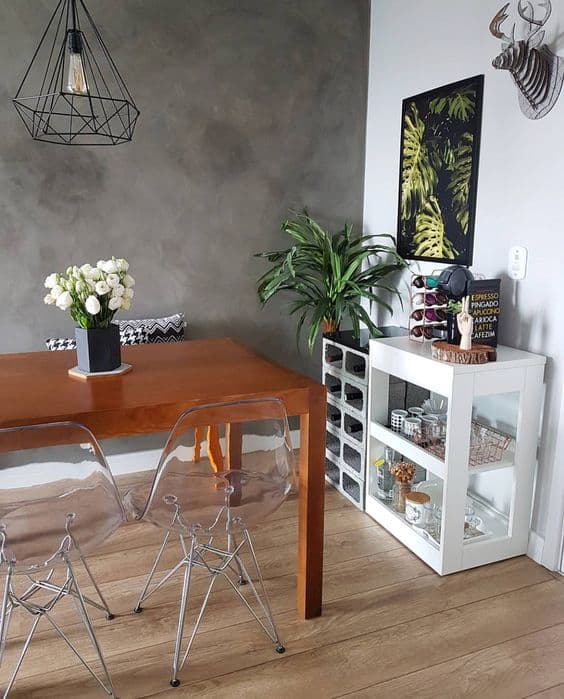 Cafeteira Dolce Gusto em móvel da sala moderna