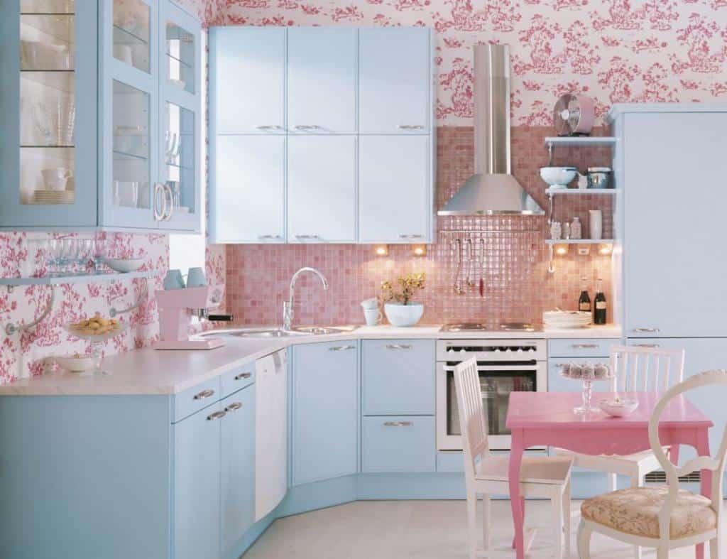 Decoração de cozinha em azul pastel com rosa