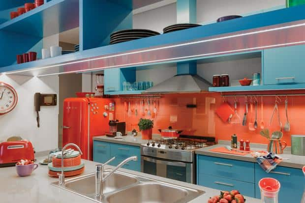 Turquesa e laranja na cozinha