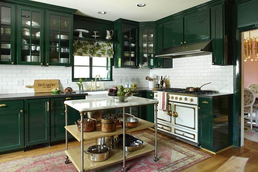 Decoração de cozinha com móveis de laca verde