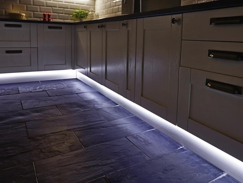 Iluminacao embaixo dos armarios