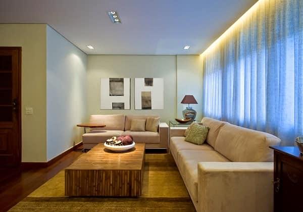 sala com cortineiro iluminado