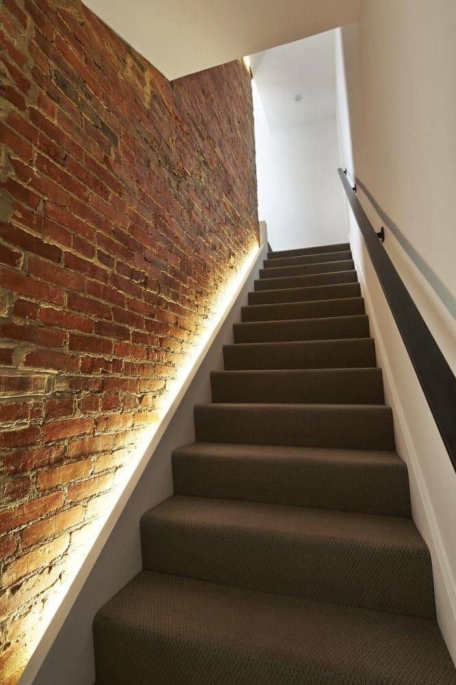 iluminacao no rodape da escada