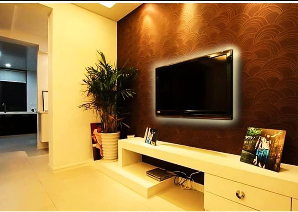 fita de LED atras da TV