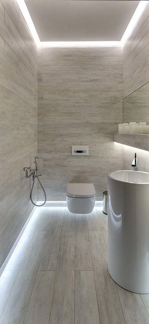Iluminação de fita de LED no piso e forro do banheiro