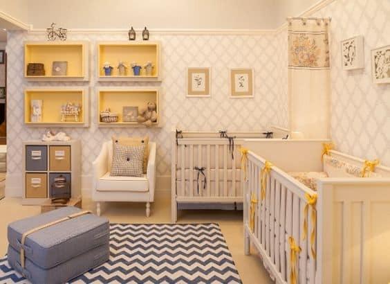Quarto pequeno para bebês gêmeos - Decoração moderna amarela