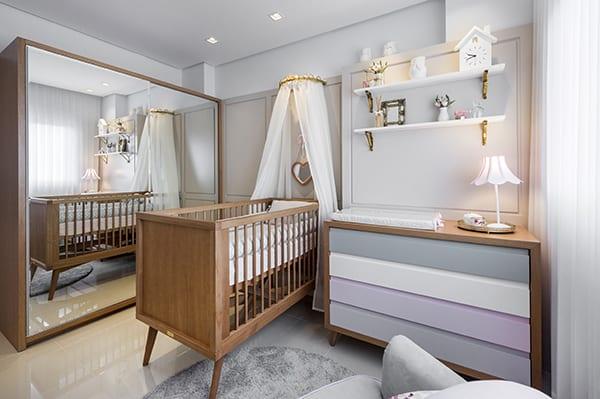 Quarto de bebê com decoração provençal moderna