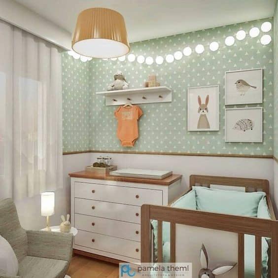 Decoração verde com animais no dormitório do bebê