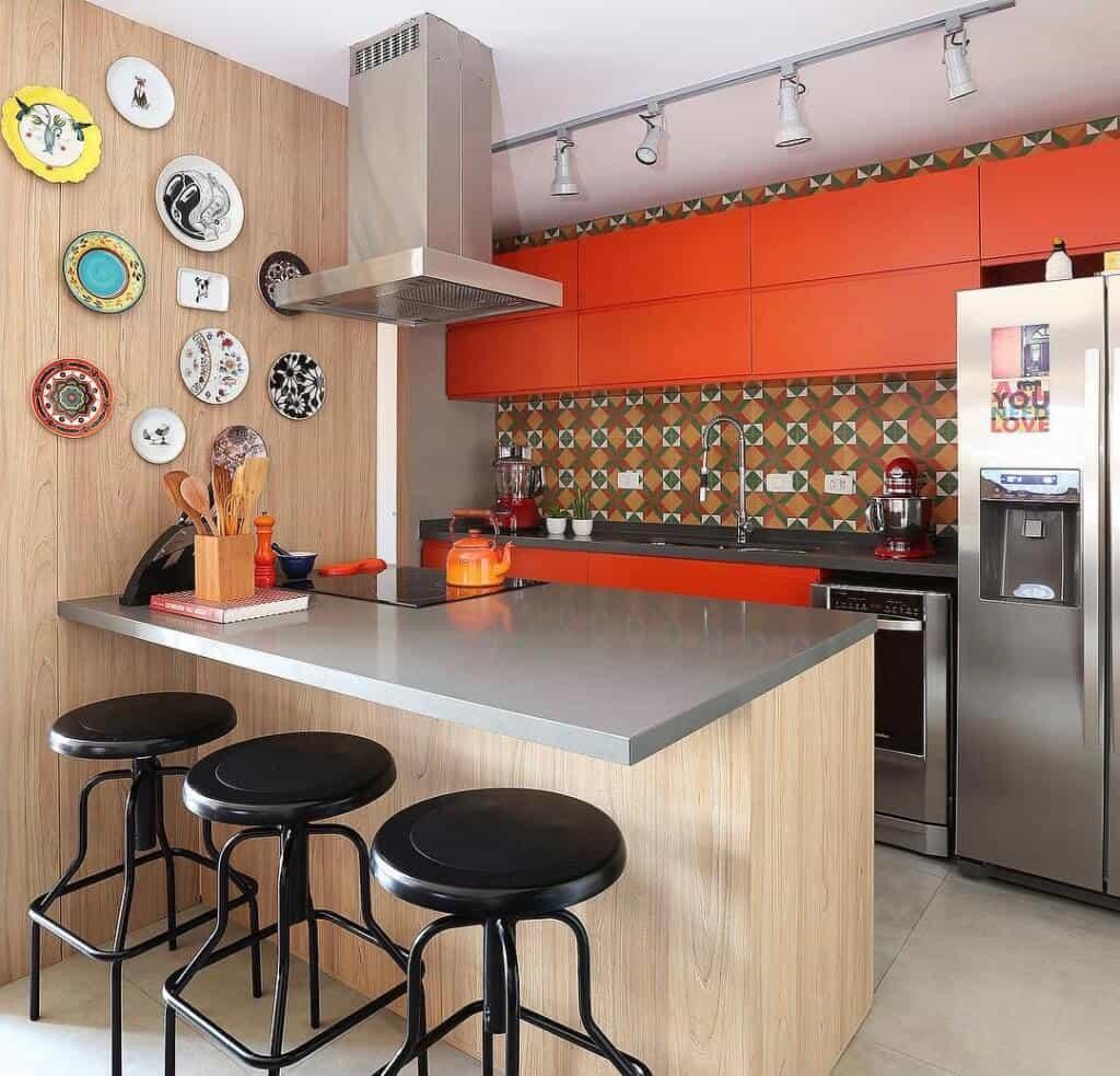 Já pensou em ter uma cozinha super moderna com móveis laranja?