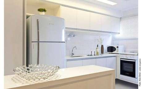 pequena cozinha planejada branca