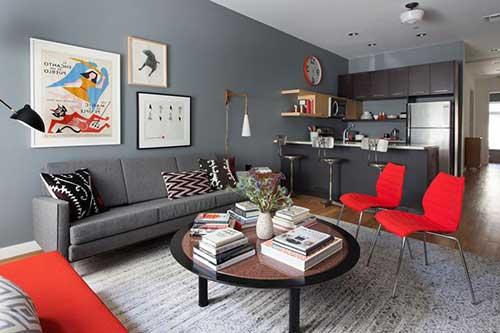 Sala pequena com cores escuras