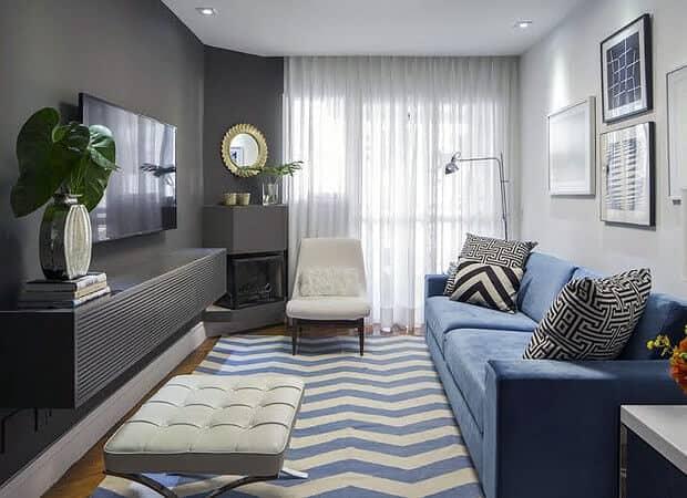 Sala pequena moderna com azul e grafite