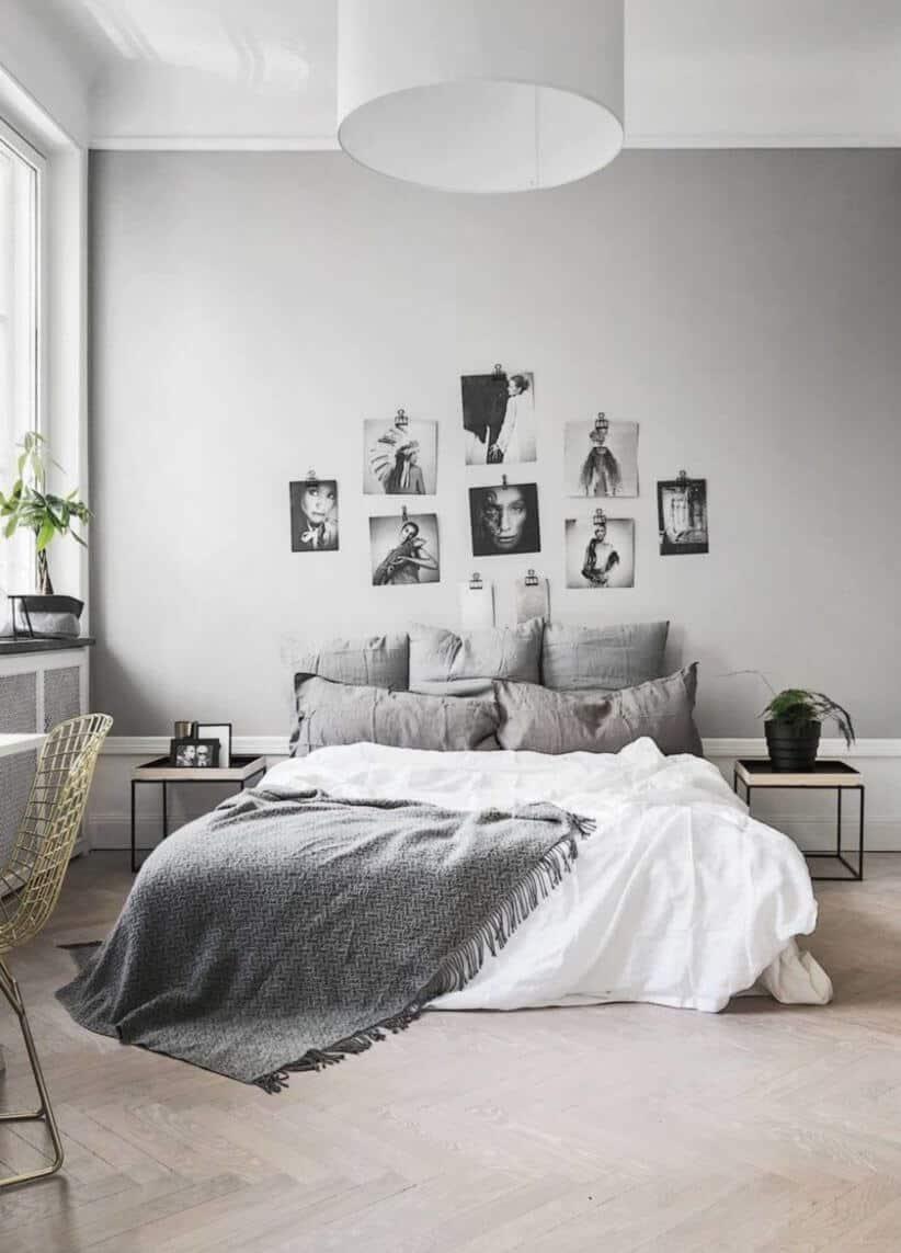 Quarto de casal com decoração simples com fotos