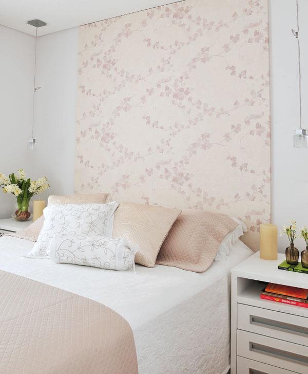 Decoração fácil com papel de parede na cabeceira