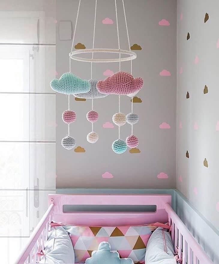 mobile de amigurumi nuvem decoracao de bebe