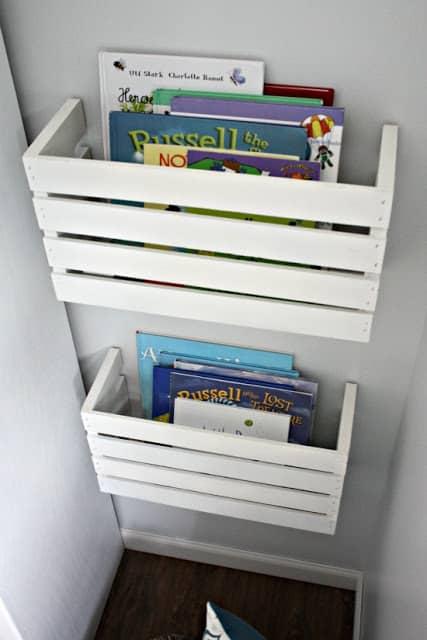 estante de livros para criancas com caixote de madeira