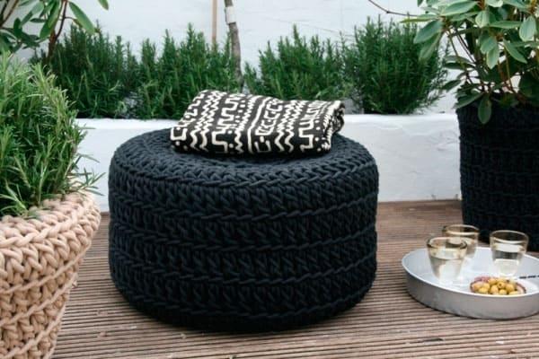 puff de pneu com capa de croche